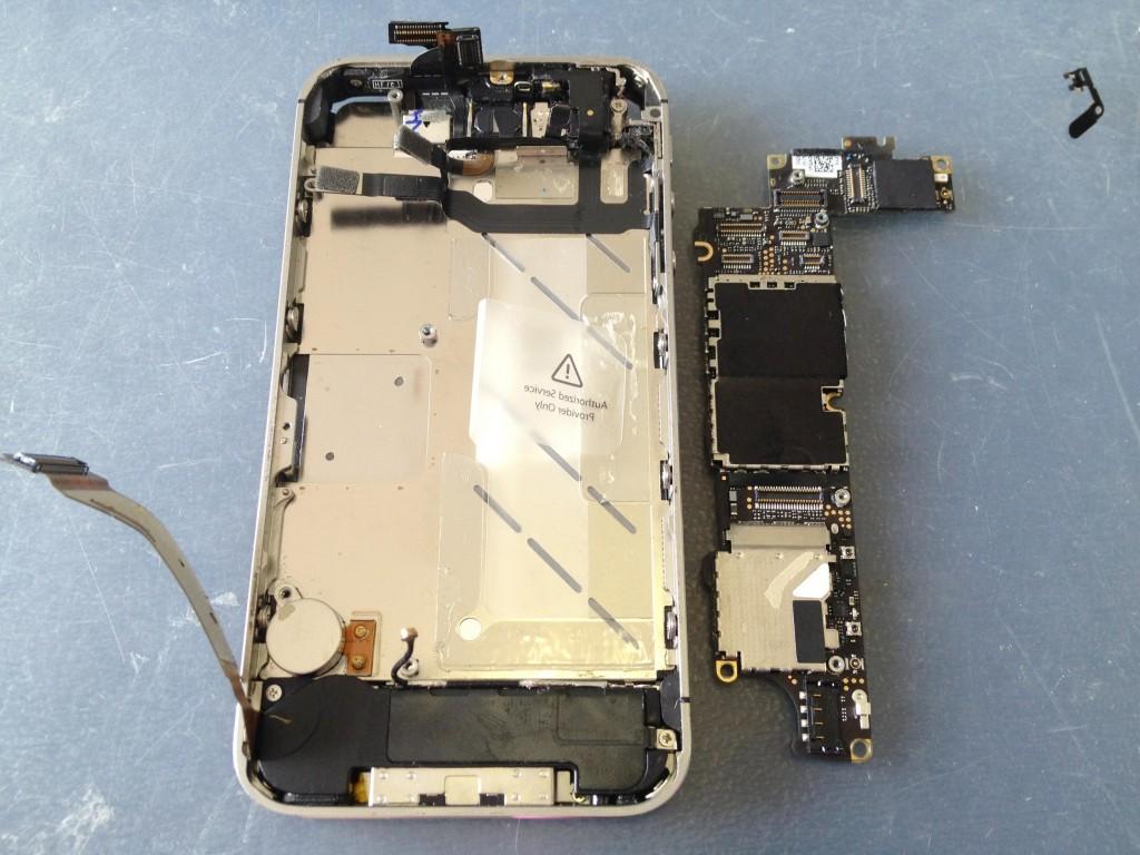 iPhone4S基盤取り外し