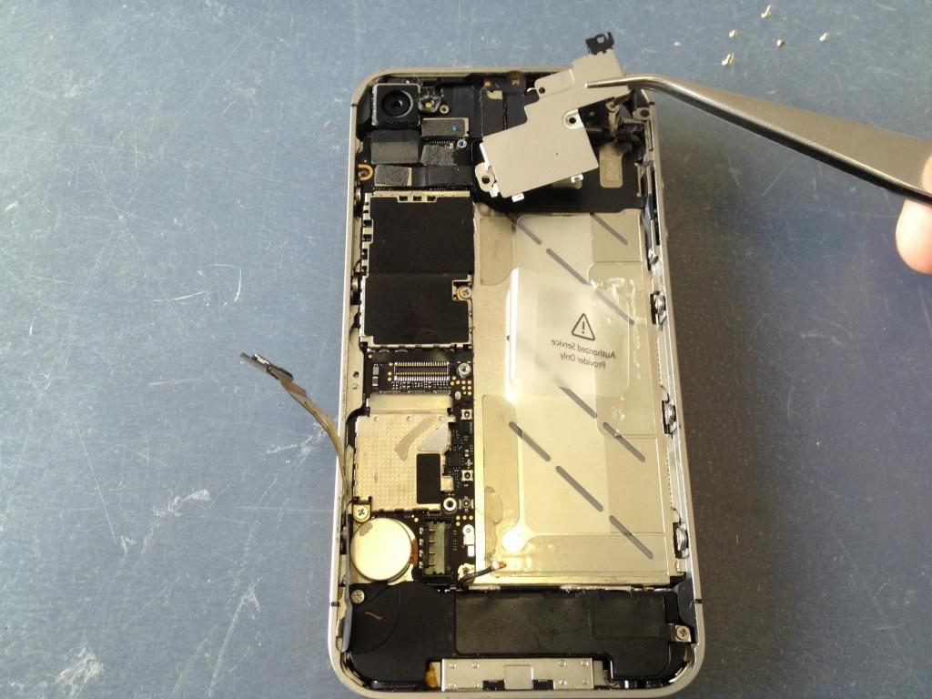 iPhone4Sプレート外し