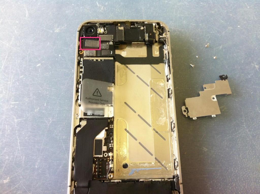 iPhone4Sアウトカメラコネクタ外し