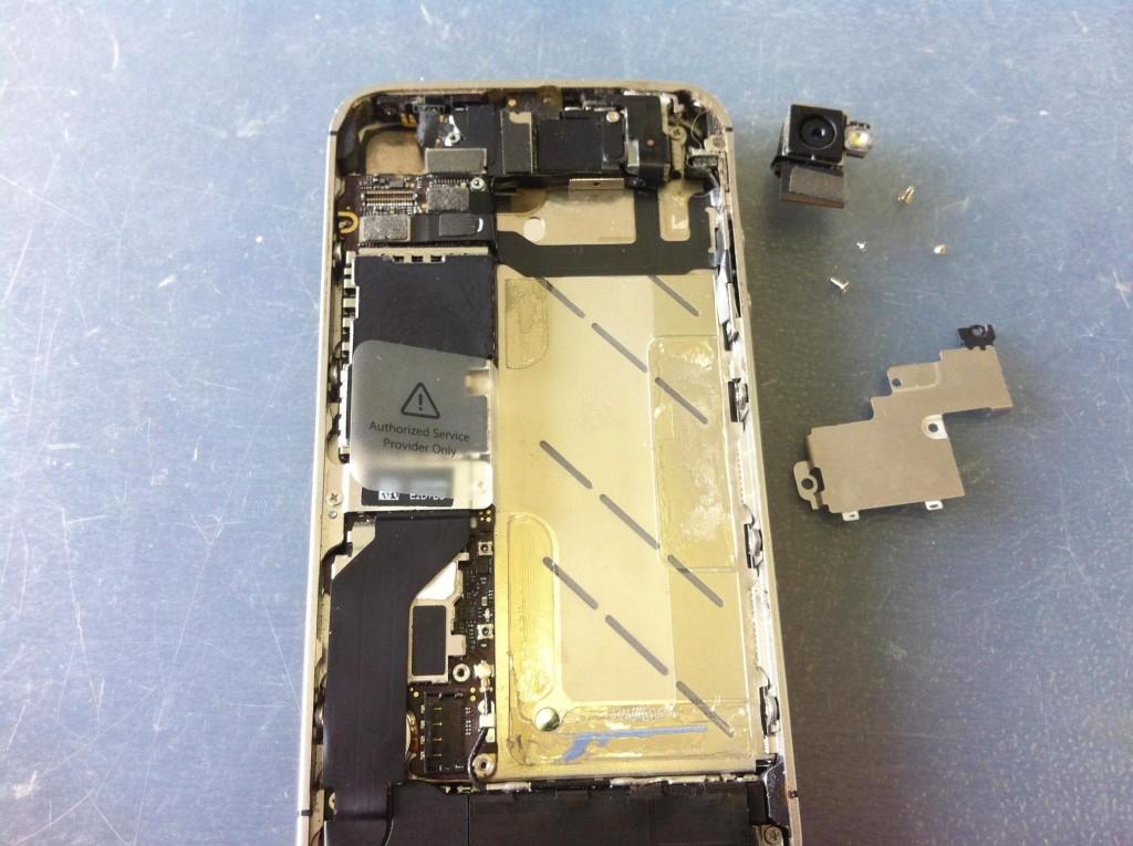 iPhone4Sアウトカメラ取り外し完了
