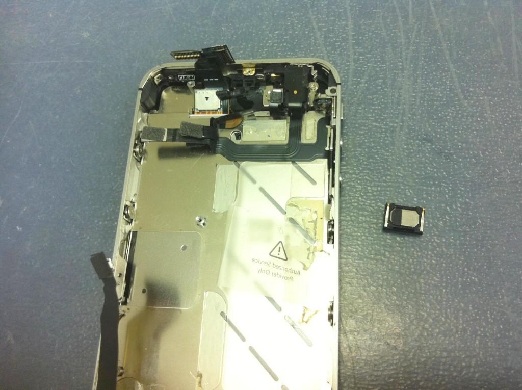 iPhone4Sイヤスピーカー取り外し完了