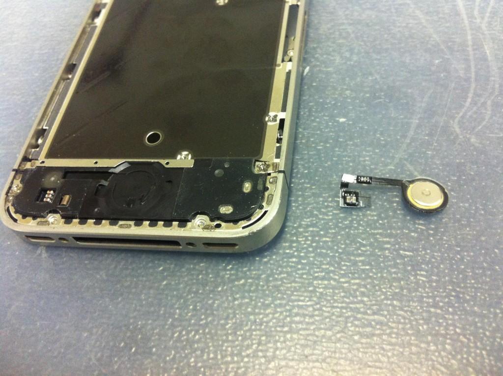 iPhone4Sホームボタン取り外し完了