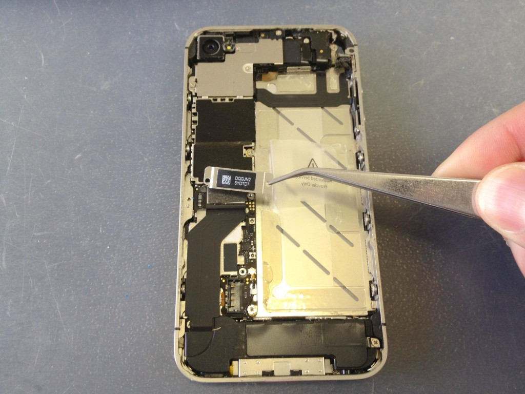 iPhone4Sドックコネクタプレート外し方