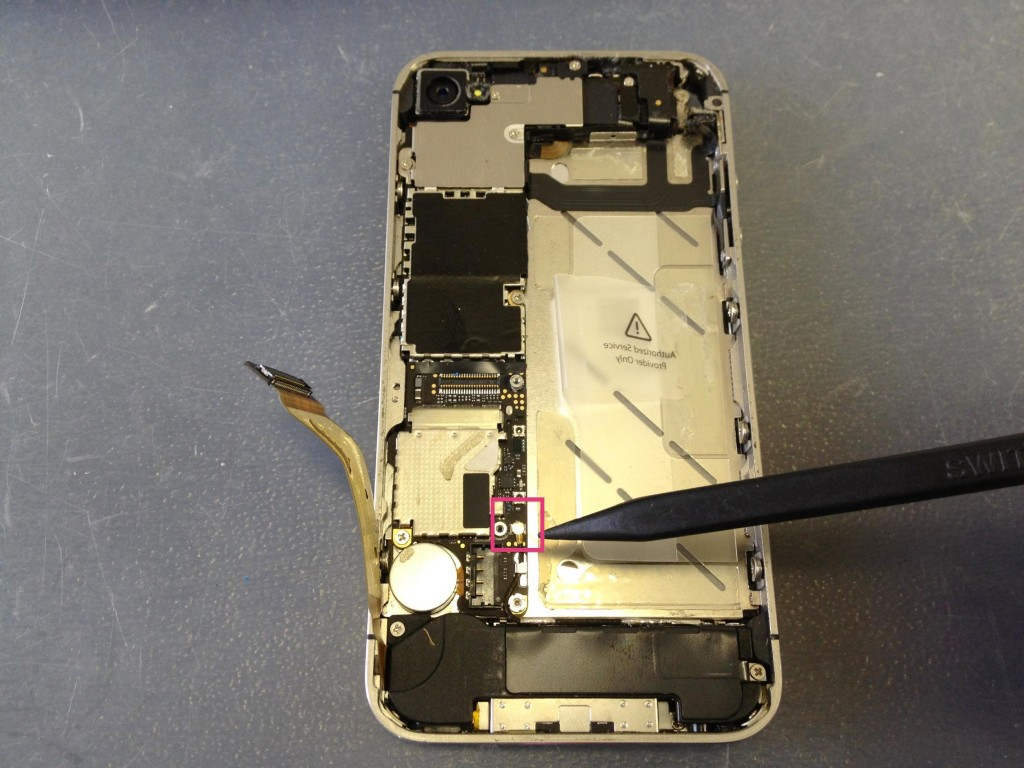 iPhone4Sアンテナコネクタ外す