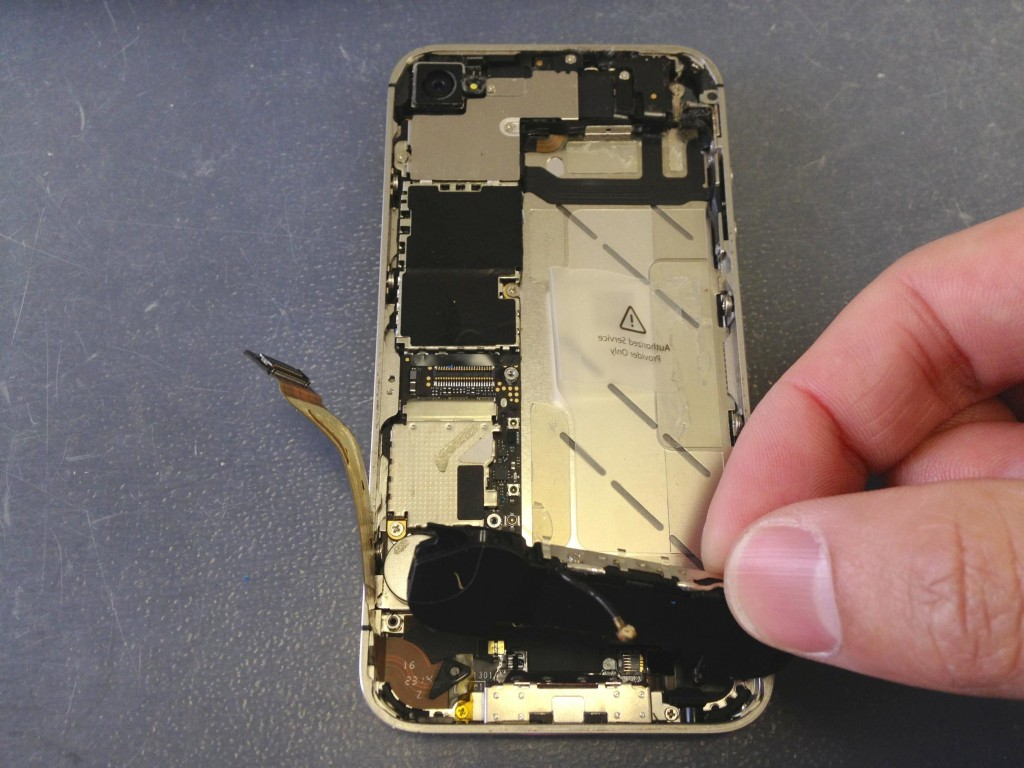 iPhone4Sラウドスピーカー取り外し