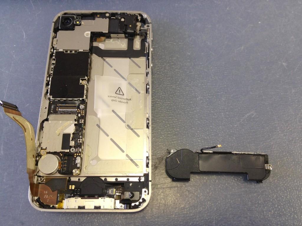 iPhone4Sラウドスピーカー取り外し完了