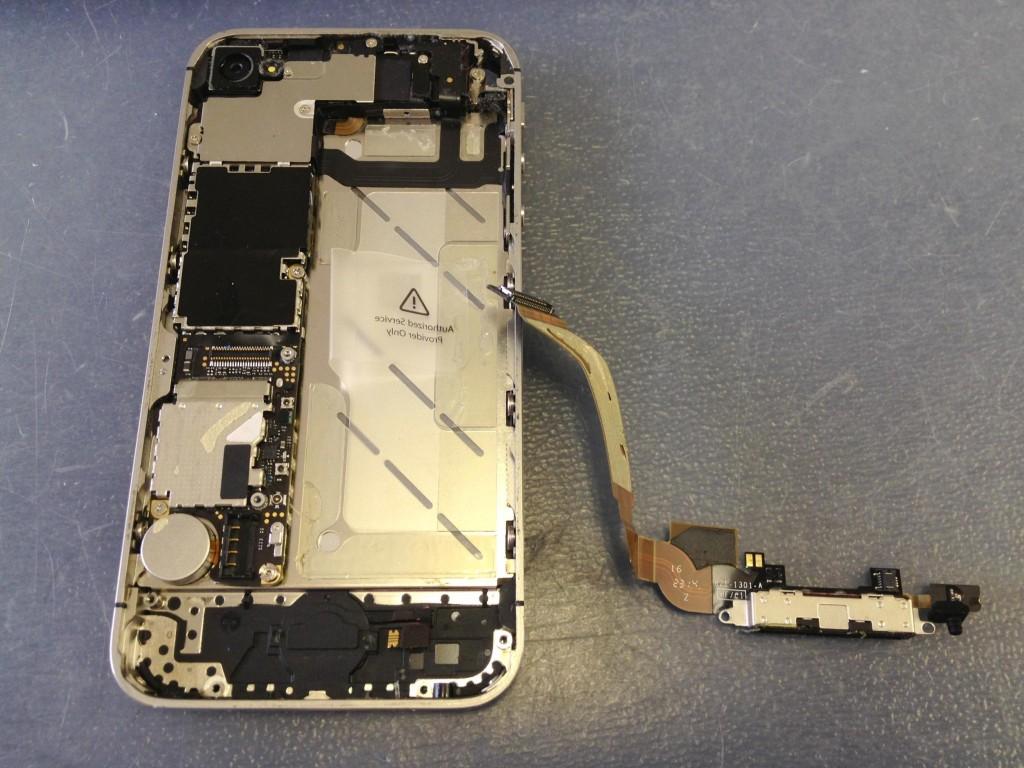 iPhone4Sドックコネクタ取り外し完了