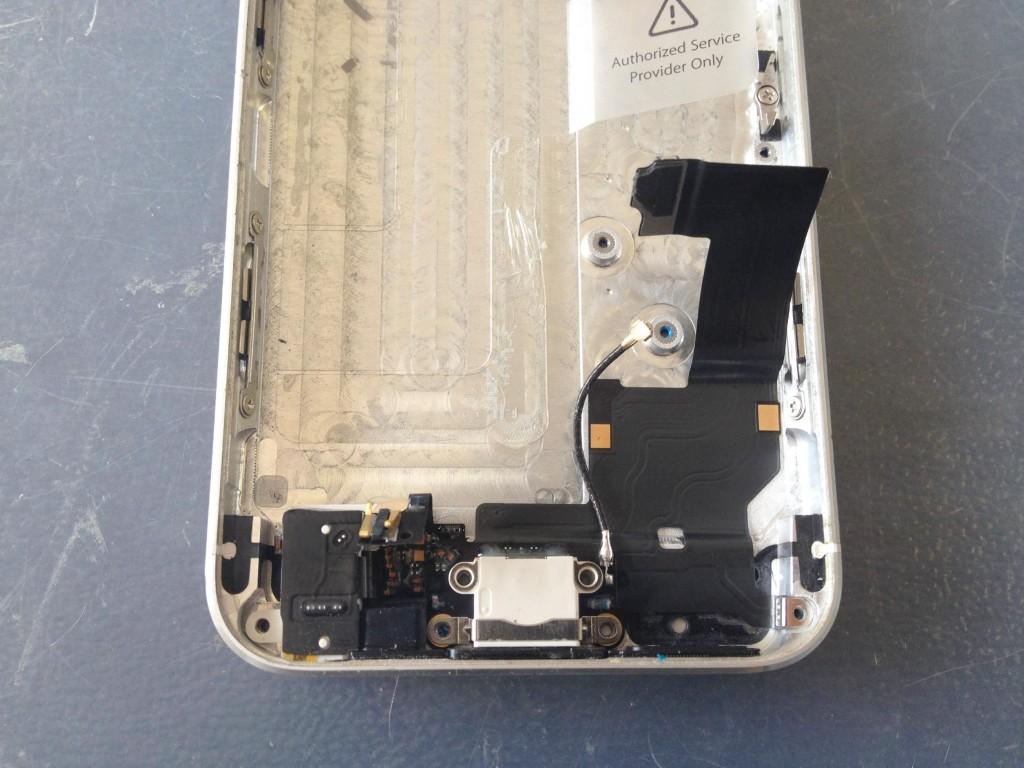 iPhone5ライトニングコネクタ取り出し