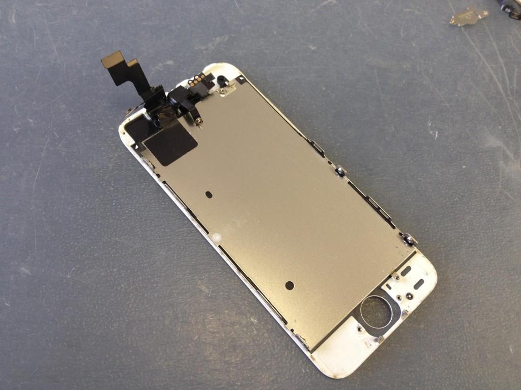 iPhone5Sインカメラ取り外し