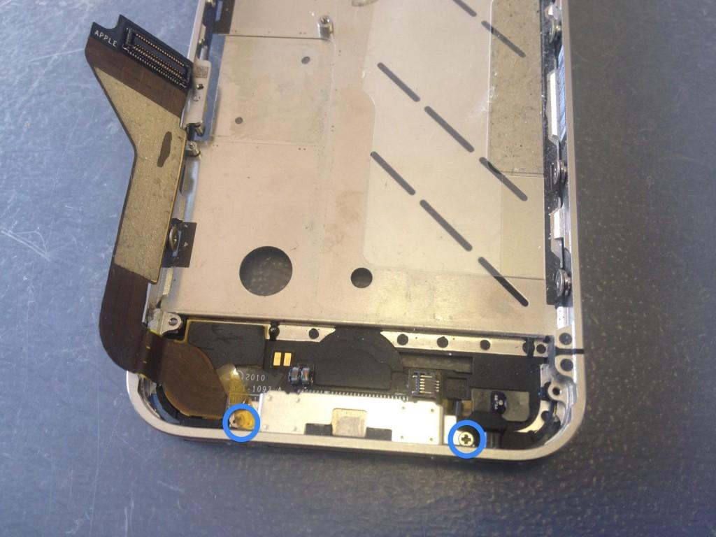 iPhone4ドックコネクタネジ外す