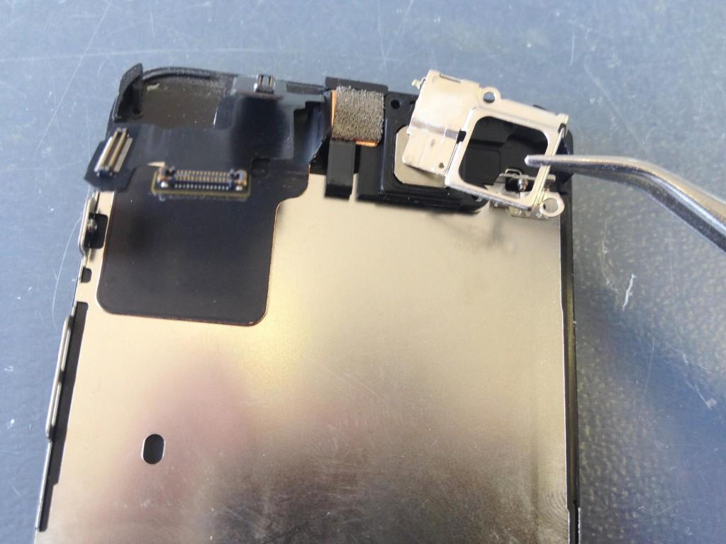 iPhone5Cイヤスピーカープレート外す
