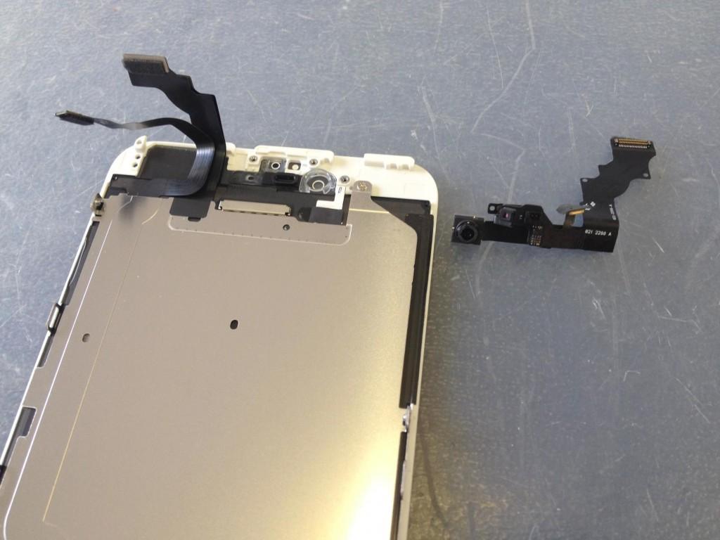iPhone6Plusインカメラケーブル取外し完了